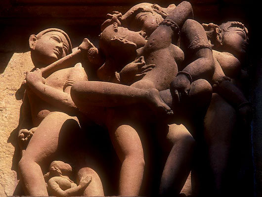 about_indian_erotic-sculptures