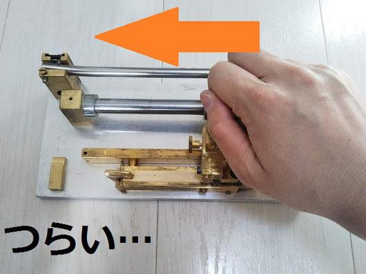 一般的なスタイル(本来は左手を添えてマシンを押さえてます)