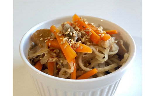 豚白モツと切干大根の煮物 レシピ ④器に盛り、好みで白すりごまをふって完成。
