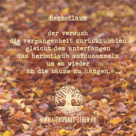 #gedicht #loslassen #veränderung #prozessarbeit #familienstellen #herbstlaub #vergangenheit #wandlung