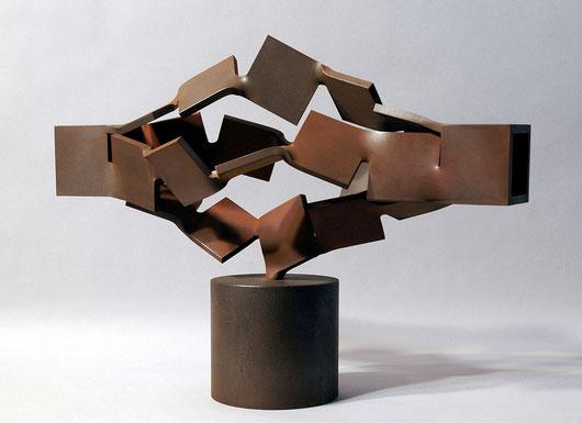 Metamorphosis  4つの螺旋 - 表・裏  Ⅱ <No.M - 09> /  2005  /   軟鋼  /  H.37x53x27 cm          第10回 KAJIMA彫刻コンクール [模型入選]