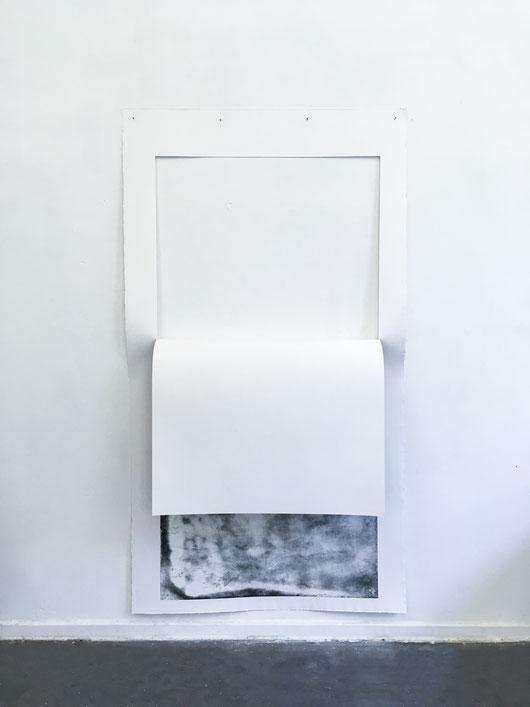 Rückseiten, 2018, 125 x 230 x 30 cm, Radierung auf Büttenpapier