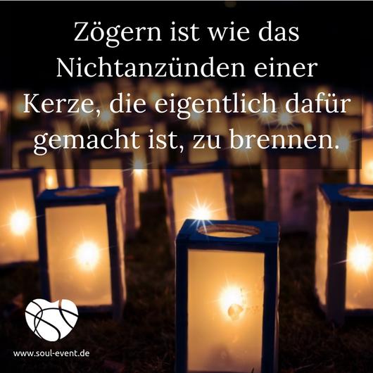 Zitat zur Heldenreise mit Kerzen