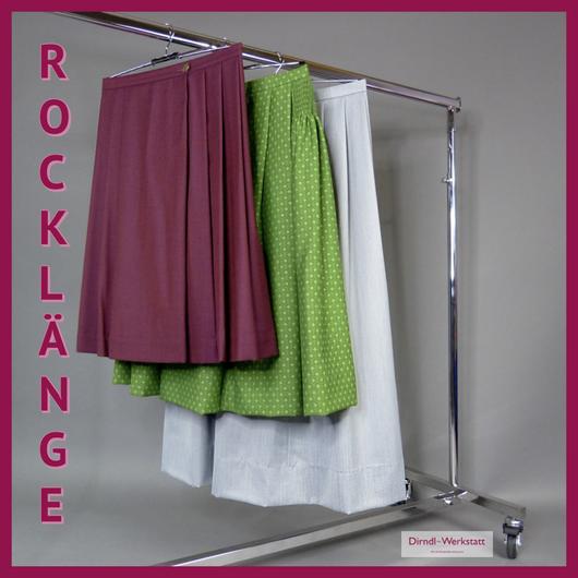 Kleiderstange mit drei Röcken in verschiedenen längen