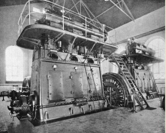 Erster europäischer Kreuzkopfmotor als 2 mal Dreizylinder SK 75/3 mit dazwischenliegendem Generator von Graz
