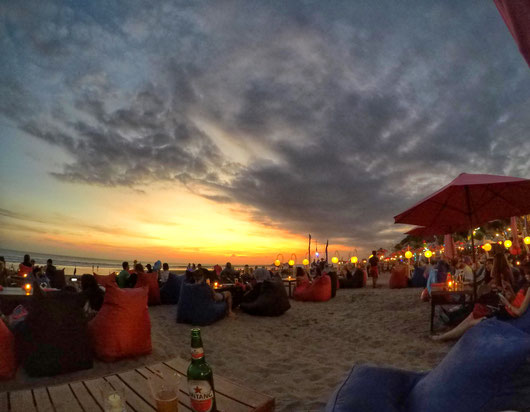 Gemütlicher Sonnenuntergang am Strand