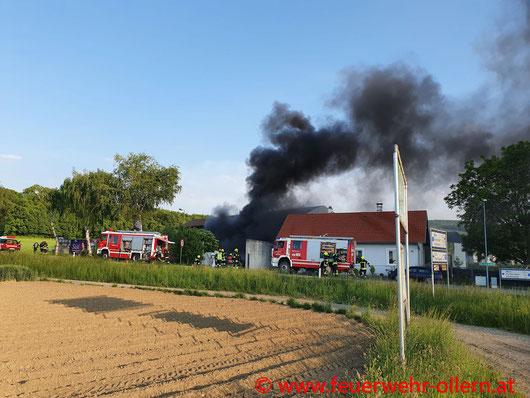 Feuerwehr; Blaulicht; FF Ollern; Brand; PKW; KFZ-Werkstätte; Werkstätte; Ried am Riederberg;