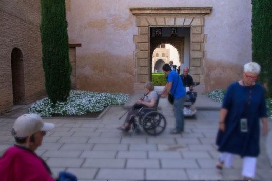 Für Rollstuhlfahrer gibt es einen gesonderten Zugang in den Nesriden-Palast