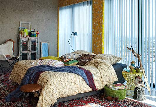 Vertikaljalousien im Schlafzimmer