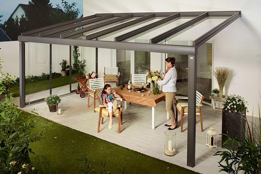Das Glasdach zur Überdachung von Terrassen und hausnahen Plätzen für Wetterschutz mit Durchblick.