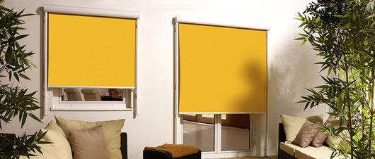 ZweiFassadenmarkisen Novoline mit gelben Stoff
