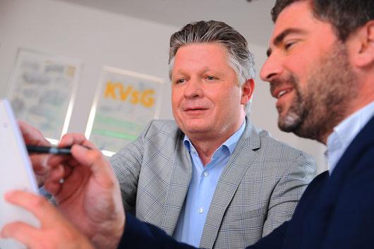 Prof. Dr. Frank Jessen (links) und Dix Meiberth, Mitarbeiter der Uniklinik Köln