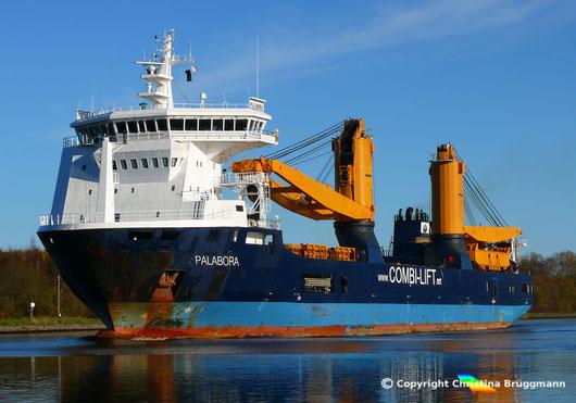 """""""PALABORA, Heavy Lift Vessel Typ 116/CS900 der SAL  auf dem Nord-Ostsee-Kanal (13.11.2017)"""