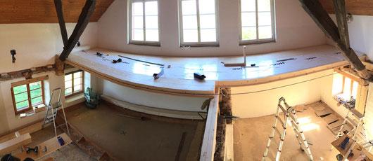 Balkenlage, Bodensanierung, Ausbau Balken, neuer Boden, neue Decke, Renovation Bauernhaus