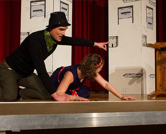Christian Haase als Hutmacher und Sanna Higgen als Alice. Quelle: Typisch Hamburch