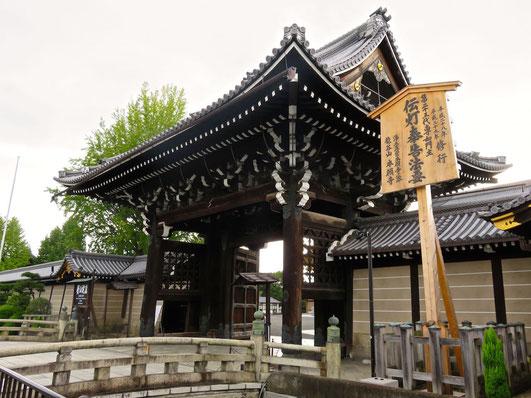 西本願寺山門
