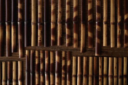 下拵えを済ませ出番を待つ煤竹の整列|Fujifilm X-T20 & XF18-55mm