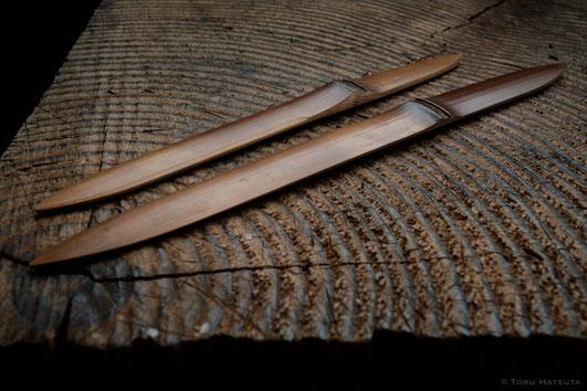 煤竹菓子切り「ささのは」(左)と、みじかいペーパーナイフ(右)