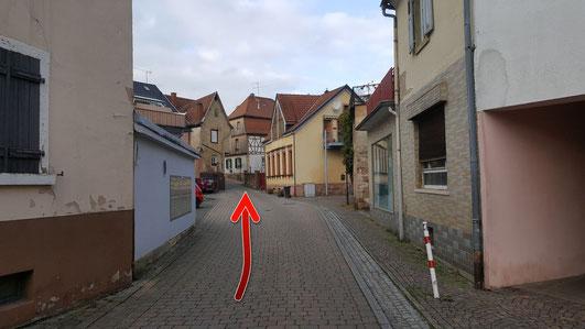 in der Kirchstrasse zum ehemaligen Lochbrunnen