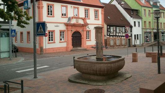 zum neuen Marktbrunnen