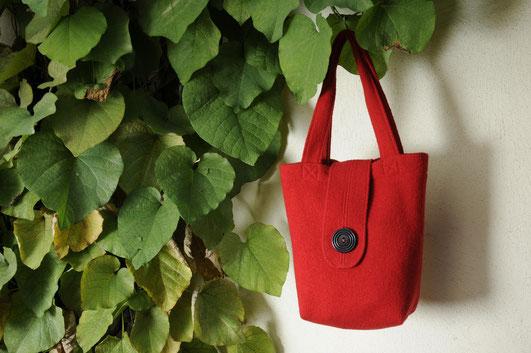 Taschen aus Walkstoff mit Hornknopf