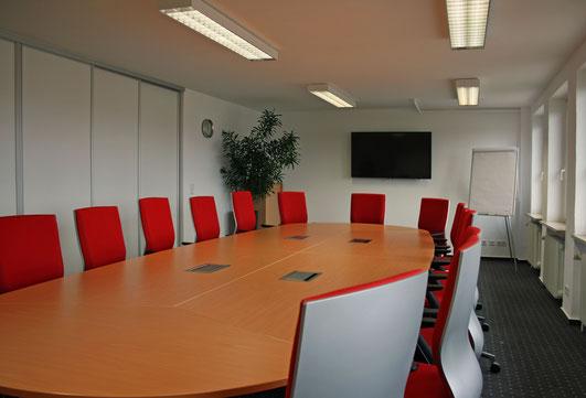 Unser großer Seminarraum mit Platz für bis zu 16 Personen