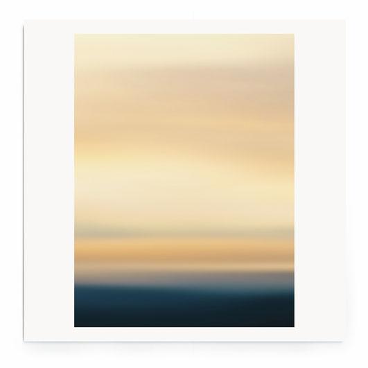 """""""Lightscape #9""""- Abstrakte Fotografie von Meer und Himmel in warmen Tönen."""