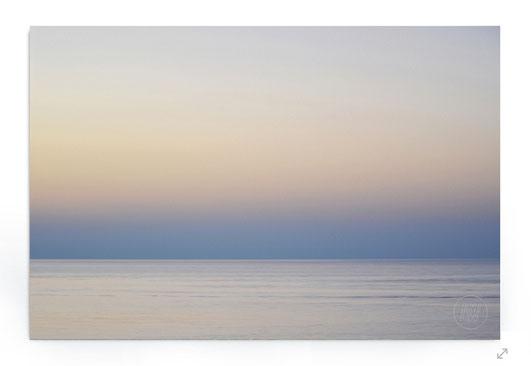 """Lightscape #11"" : Abstraktes Landschaftsbild mit Sonnenuntergang am Meer in Pastelltönen."