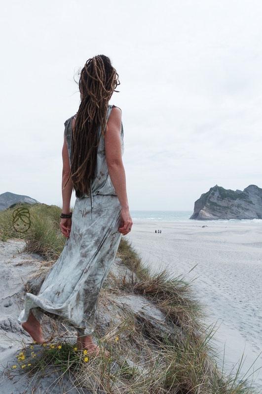 Wandelwunder ANNA Nähanleitung Maxikleid Bohokleid Wickelkleid Batik Batikkleid Neuseeland Dreads