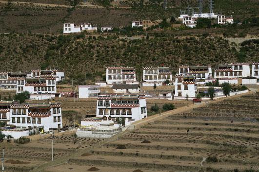 Maisons traditionnelles Tibétaines dans la vallée de Xiangchen