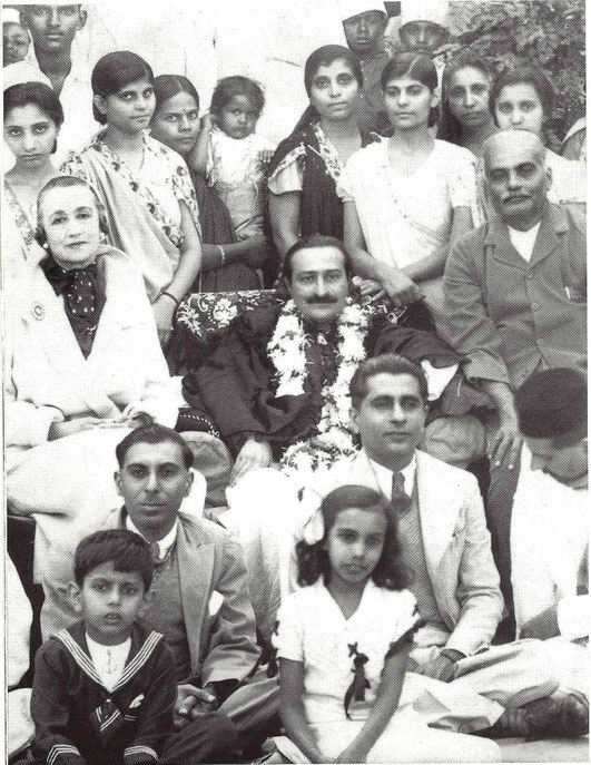 Nagpur 1937, Gaimai standing behind Baba. Norina Matchabelli  & Beheramshaw sitting either side of Baba. Glow mag. Feb.2002 p.18