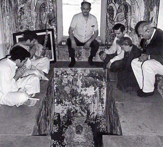 Start of February 1969. Delia (  right ) inside Meher Baba's crypt.