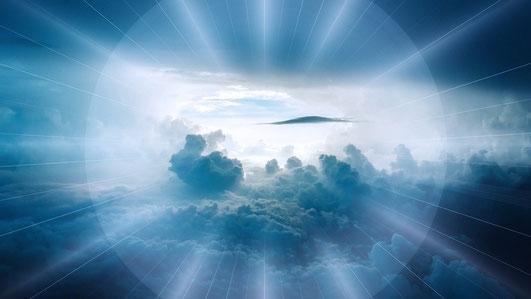 L'esprit saint est la Puissance de Dieu en action, son énergie à l'œuvre, sa force agissante. L'esprit saint est la force que Dieu emploie pour mener à bien ses projets, son dessein. Il émane de Dieu pour agir à distance et réaliser sa volonté.