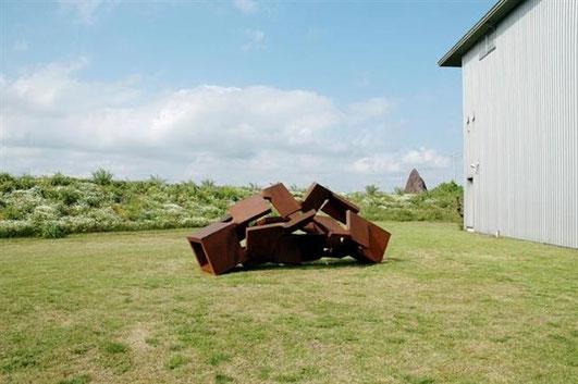 2009年秋 UBEビエンナーレ発表作品「 Metamorphosis inside - outside 大地にて 」を野外に展示