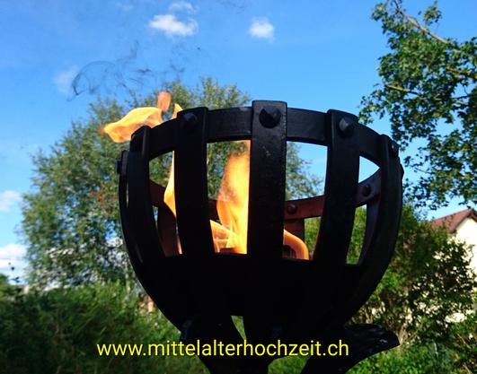 Meine neue Ritualfackel... zeigt sich da nicht ein kleiner Feuerdrache?...😉