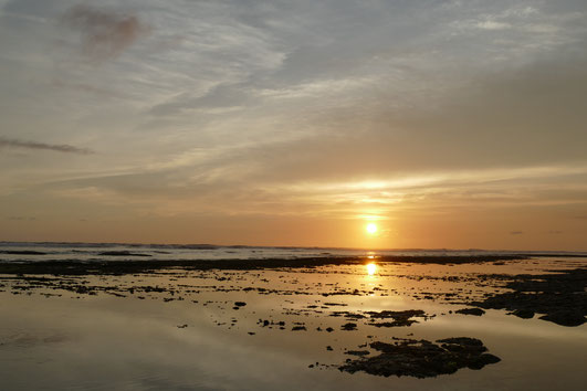 Sonnenuntergang am NyangNyang Beach, Uluwatu, Bali.