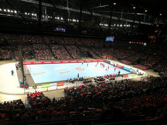 Die Rekordkulisse im Zürcher Hallenstadion (10'040 Zuschauer, Schweizer Rekord)