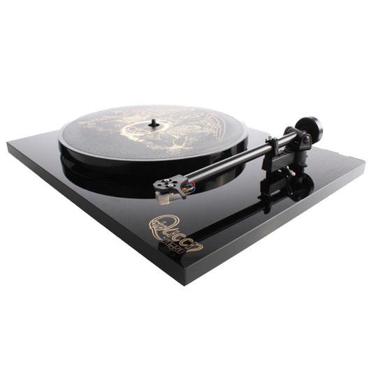 Rega Plattenspieler Queen Limited Edition, hochglanz schwarz mit Queen-Logo, UVP 500,- €