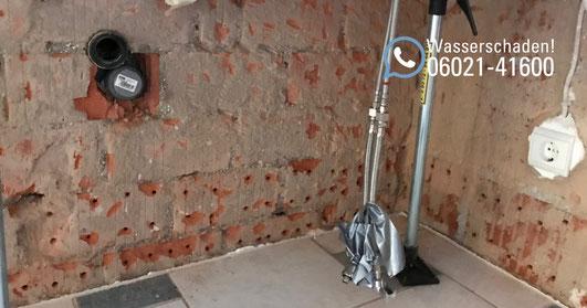 SAGA Wasserschaden Aschaffenburg / Wassereinbruch in Einfamilienhaus / Wasserschaden mit Leckortung, Rückbau, Trocknung und Wiederherstellung in Wörth bei Miltenberg