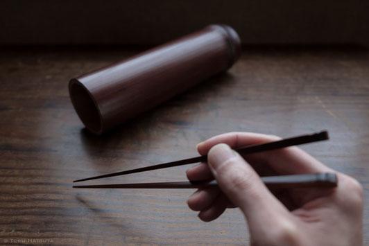 一膳ずつ、拭き漆を重ねて煤竹箸が仕上がりました