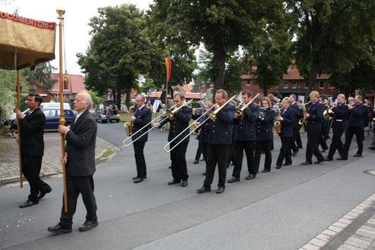 Wie bereits seit vielen Jahren begleitet der Musikzug auch 2011 die Mausefeierprozession der kath. Kirchengemeinde