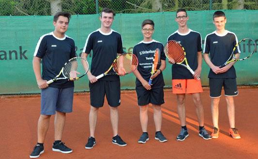 Ein Unentschieden war das schlechteste Ergebnis: Die U 18 der SC-Tennissparte steigt nach einer erfolgreichen Saison in die Bezirksklasse I auf. Im Bild (von links) Felix Geyer, Simon Götz, Lukas Körber, Erik Korcaj und Philipp Münster.