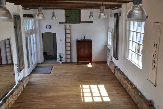 Im schönen, hellen Kursraum der Alten Pflanzschukle unterrichte ich Rücken Qi Gong und movedo