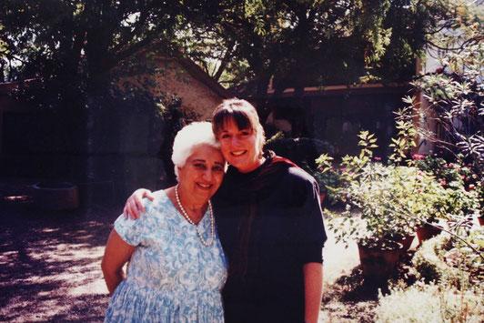1994 ; Geri Layne Craddock and Katie at Meherazad, India