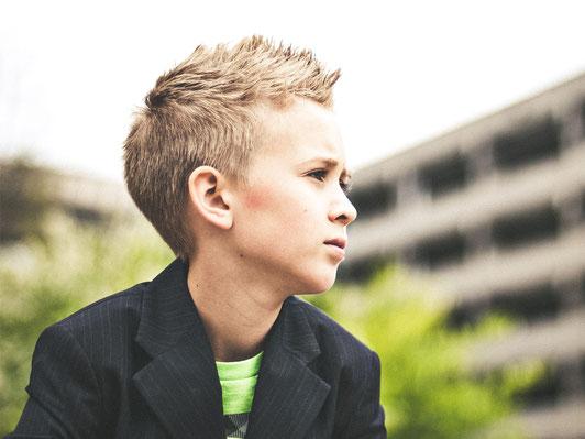 Jungen und Schule, Sohn 12 ist faul, Sohn will nicht lernen,Sohn 12, Sohn 13, Sohn 11, Sohn Jungen, Pubertät, Tipps für Jungen, Sohn 12, Sohn 13, Sohn 14, aggressiv, will nicht lernen, Tips Sohn, macht was er will, lügt, Konflikt Vater Sohn, Vater Sohn,