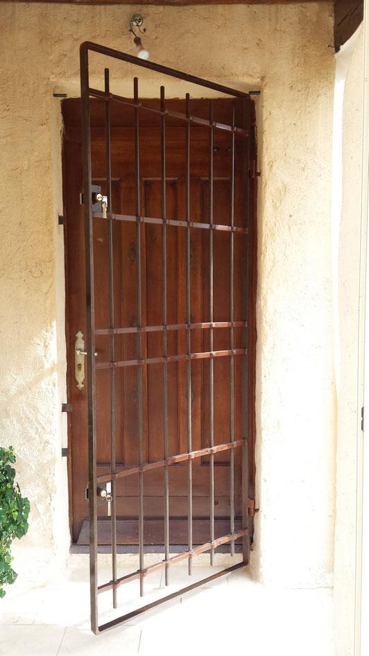 Porte grille securite ferronnerie 04 germain portails rampes garde corps sur sisteron cruis - Grille de securite pour porte ...