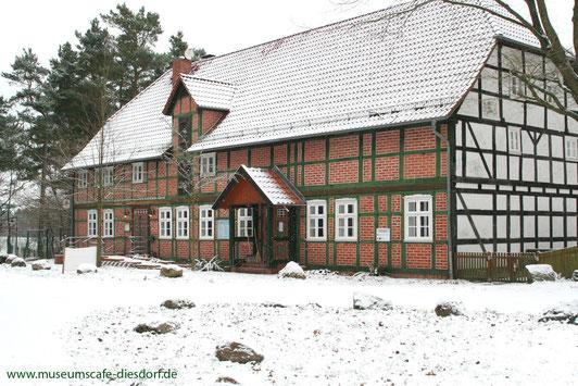 Museumscafé und Haupteingang zum Freilichtmuseum