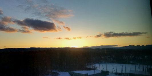 6階の研究室から見える夕陽
