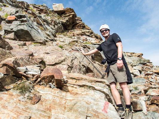Micha beim krakseln auf das Hohe Rad - zur Sicherheit mit Steinschlaghelm