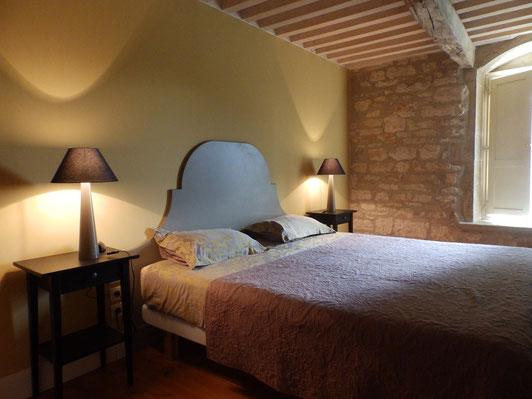 chambre pour deux avec penderie et canapé